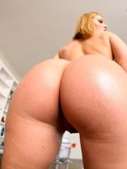 Blue-eyed blonde gets her phat booty covered in - XXXonXXX - Pic 11