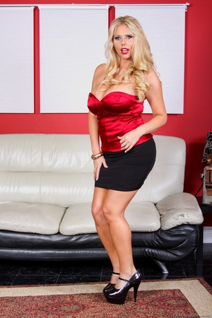 Black skirt and red top blonde domme posing and looking busty - XXXonXXX - Pic 5