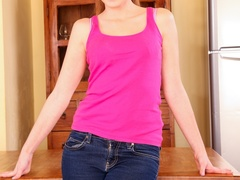 Youthful jezebel unzips her jeans to flirt in - XXXonXXX - Pic 3