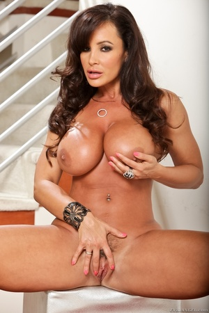 Horny brunette milf with ample round tit - XXX Dessert - Picture 5