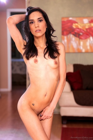 Hairless pussy demonstration from a wavy-haired Latina - XXXonXXX - Pic 3