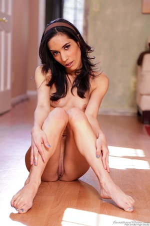 Hairless pussy demonstration from a wavy-haired Latina - XXXonXXX - Pic 7