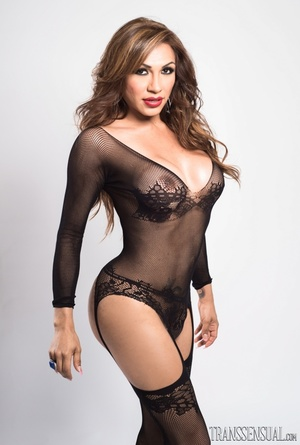 Sultry shemale in a full black lingerie poses to show her curves - XXXonXXX - Pic 10