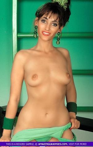 Gorgeous babe displays her stunning body - XXX Dessert - Picture 5