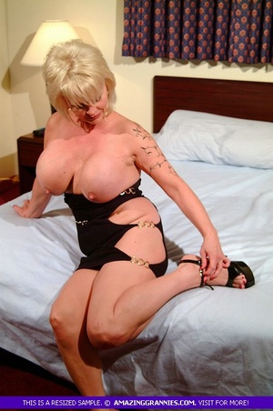 Hot granny teases with her fat body then - XXX Dessert - Picture 2