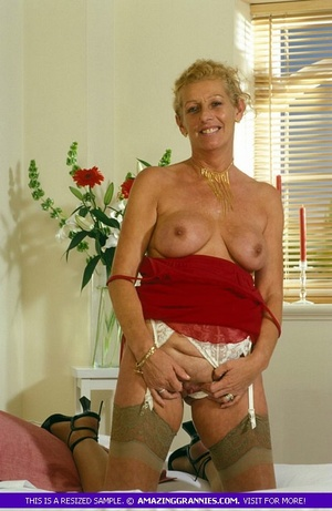 Old hottie teases with her lusty boobs a - XXX Dessert - Picture 3