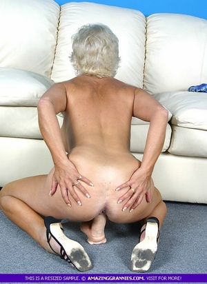 Hot granny bares her luscious breasts an - XXX Dessert - Picture 4