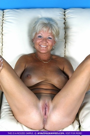 Hot granny bares her luscious breasts an - XXX Dessert - Picture 5