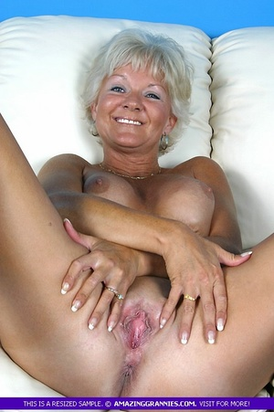 Hot granny bares her luscious breasts an - XXX Dessert - Picture 9