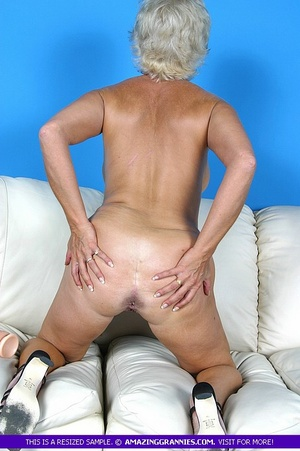 Hot granny bares her luscious breasts an - XXX Dessert - Picture 10
