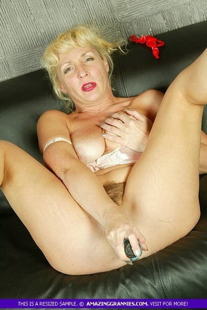 Blonde granny with fat body shows her lu - XXX Dessert - Picture 5