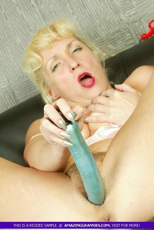 Blonde granny with fat body shows her lu - XXX Dessert - Picture 7