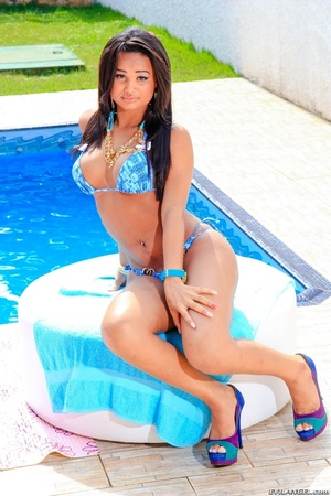 Babe in bikini gets her ass and cock oiled by the pool. - XXXonXXX - Pic 3
