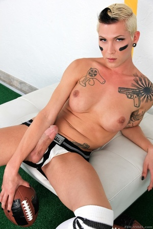 Sporty blonde pulls out her cock and gets it sucked by a guy. - XXXonXXX - Pic 6