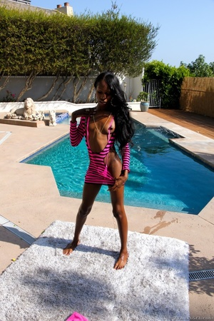 Ebony babe in pink bikini strips and teases by the pool. - XXXonXXX - Pic 3