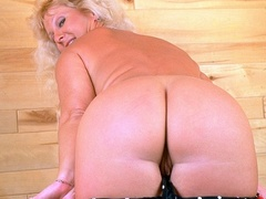 Fat granny shows her lusty boobs as she pose - XXXonXXX - Pic 1