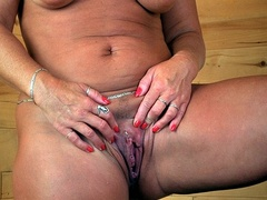 Fat granny shows her lusty boobs as she pose - XXXonXXX - Pic 9