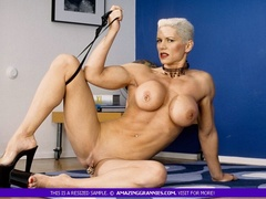 Muscular granny pose naked and reveals her big - XXXonXXX - Pic 1