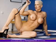 Muscular granny pose naked and reveals her big - XXXonXXX - Pic 3