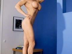 Muscular granny pose naked and reveals her big - XXXonXXX - Pic 8