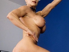 Muscular granny pose naked and reveals her big - XXXonXXX - Pic 10