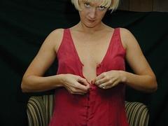 Mature blonde pose her alluring body then pulls - XXXonXXX - Pic 3