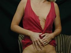 Mature blonde pose her alluring body then pulls - XXXonXXX - Pic 8