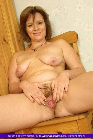 Luscious granny sits naked and displays  - XXX Dessert - Picture 7