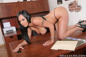 Tanned Latina brunette has her trimmed p - XXX Dessert - Picture 8