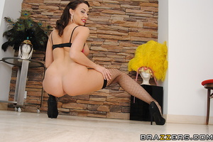 Fishnets-wearing brunette gets her asshole drilled on cam - XXXonXXX - Pic 7