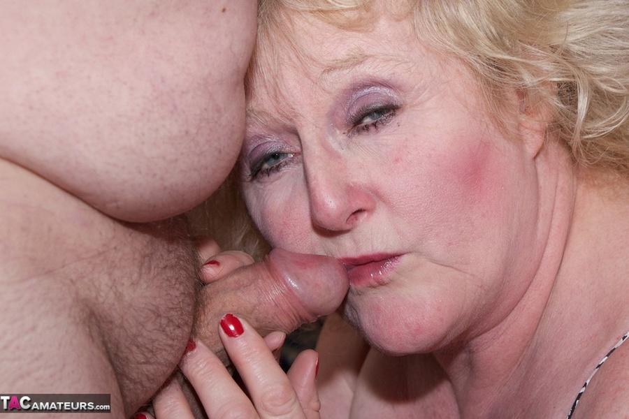 Mature slut get cock in ass