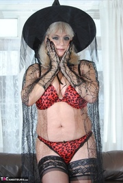 this alluring witch shows