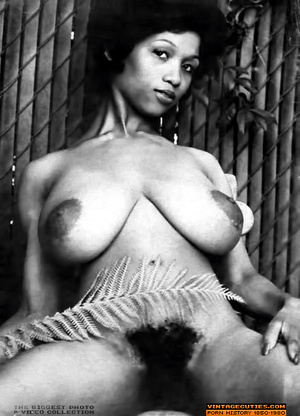 Sexy black bitch in white lingerie flaun - XXX Dessert - Picture 4