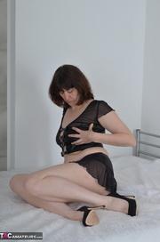 lucious brunette milf black