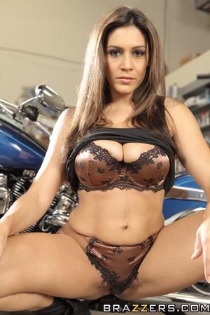 Jeans-wearing brunette mechanic fucking her hot customer - XXXonXXX - Pic 2