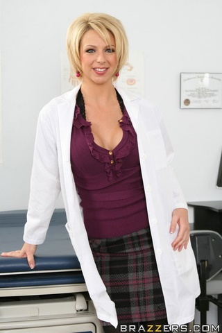 Submissive patient lets her sexy blonde doctor touch her pussy  1320674