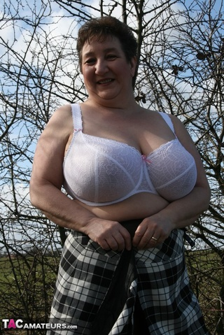 mature bbw shows gigantic