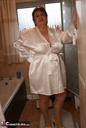 Robe posing nude Bbw mature