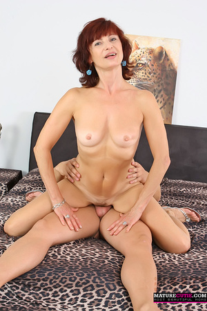 Mature redhead with small breast and blue eyes riding shaved pecker on the wide bed - XXXonXXX - Pic 4