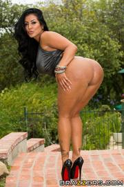 voluptuous housewife bikini turned