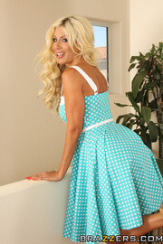 blonde housewife daydreams being
