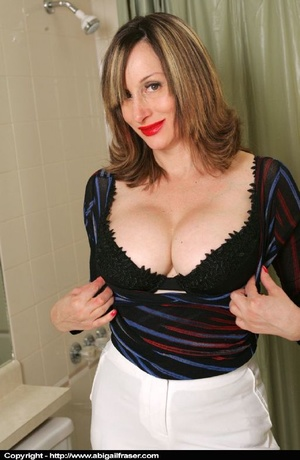 Tight white pants MILF wetting herself in the bathroom - XXXonXXX - Pic 4