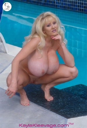 Horny American chick stuffs her twat with huge dildo by the pool. - XXXonXXX - Pic 10