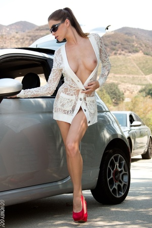 Alluring babe in sunglasses bends over her car for a naked pictorial. - XXXonXXX - Pic 3