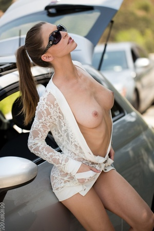 Alluring babe in sunglasses bends over her car for a naked pictorial. - XXXonXXX - Pic 5