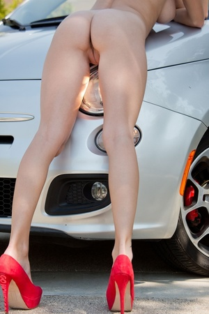 Alluring babe in sunglasses bends over her car for a naked pictorial. - XXXonXXX - Pic 11