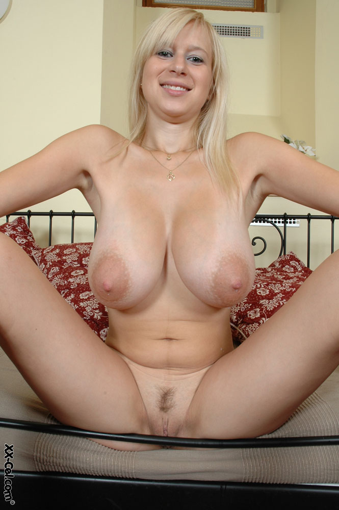 hot blonde big boobs nackt