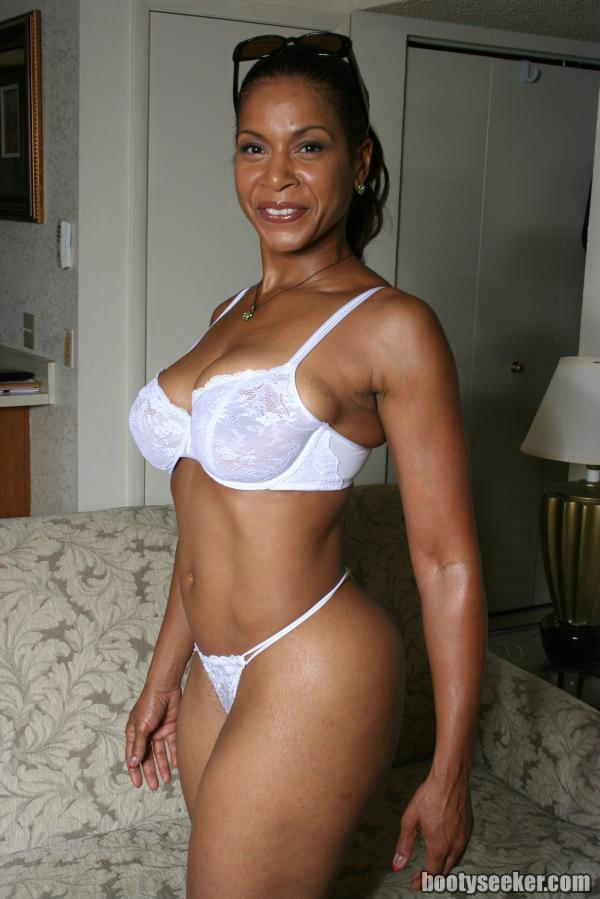 Ebony mature semmie