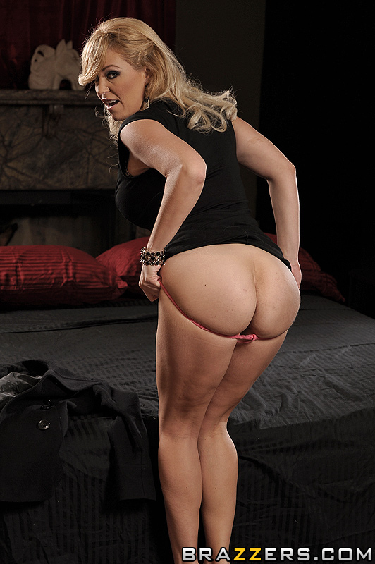 Big Tits Single - A financially struggling single mom with bi - XXX Dessert ...