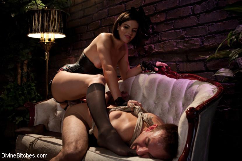 жена издеваеца порно мужем развратная над
